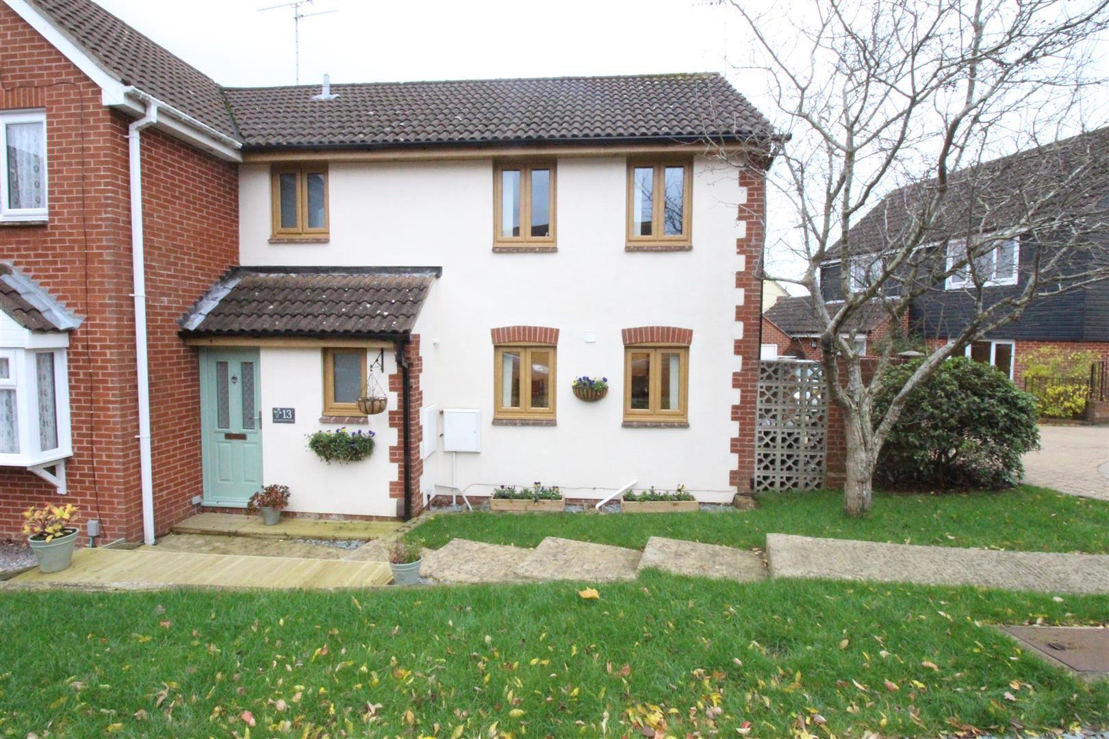 3 Bedrooms Semi Detached House for sale in Goldsborough Close, Eastleaze, Swindon